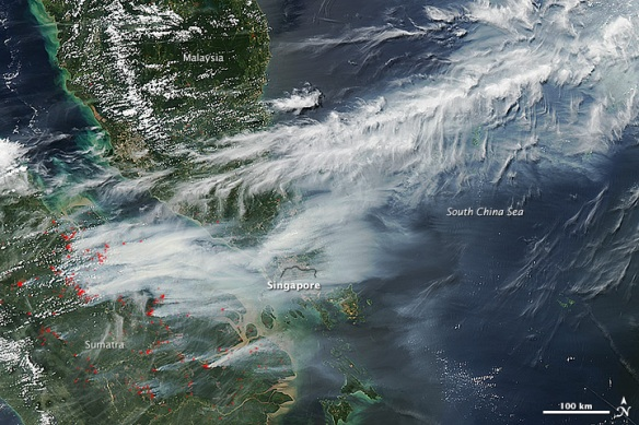 Satellite_image_of_2013_Southeast_Asian_haze_-_20130619_(annotated)
